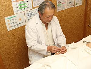 神戸市の鍼灸治療の様子
